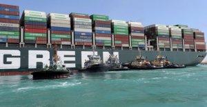 Suez-Kanal gesperrt-Mehr, zerren die müssen zu Schiff Durch eine Gegebene gerade-zu-zeichnen